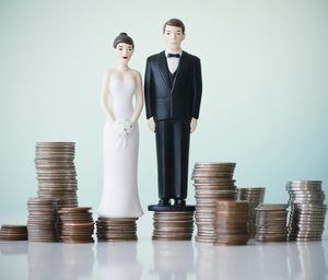 Брак по расчету: стоит ли идти на это?