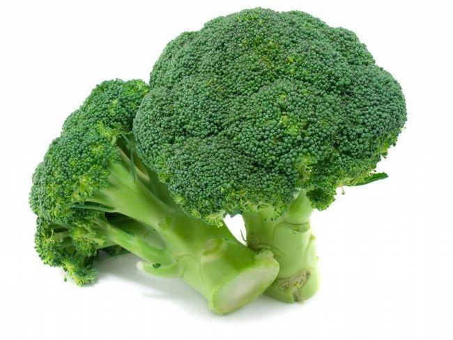 Брокколи и другие виды капусты в питании кормящей мамы