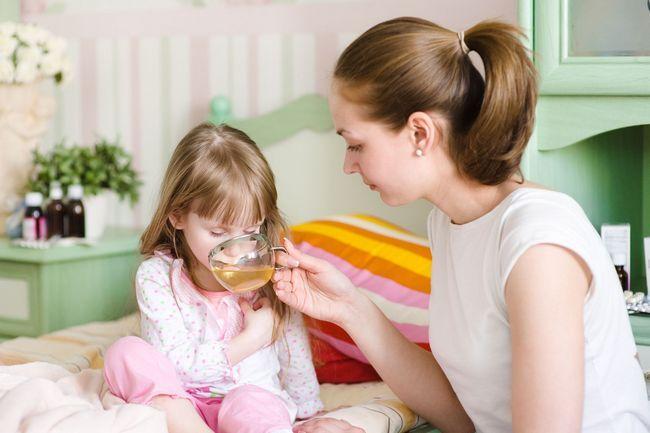 Що дати дитині від проносу?