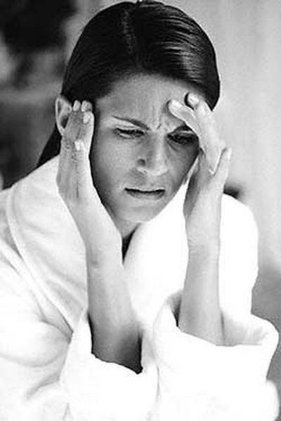 Головная боль при панкреатите, почему болит голова?