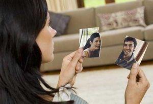 девушка порвала фотографию с возлюбленным