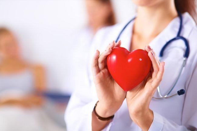 Если вы почувствовали боль в области сердца немедленно вызывайте скорую помощь
