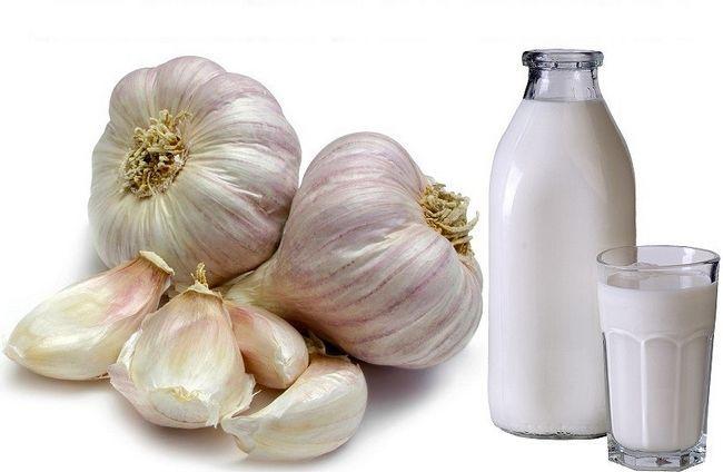 Как приготовить молоко с чесноком?