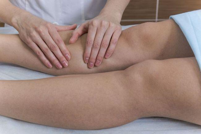 Массаж конечностей улучшает кровообращение в организме
