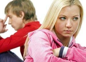 девушка желает расположить к себе парня
