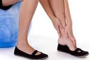 silno bolit noga vnutri chto delat