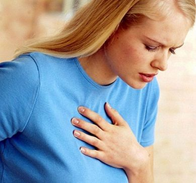 Отдающие в грудь болевые ощущения во время ходьбы