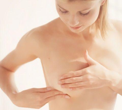По каким причинам появляются уплотнения в груди
