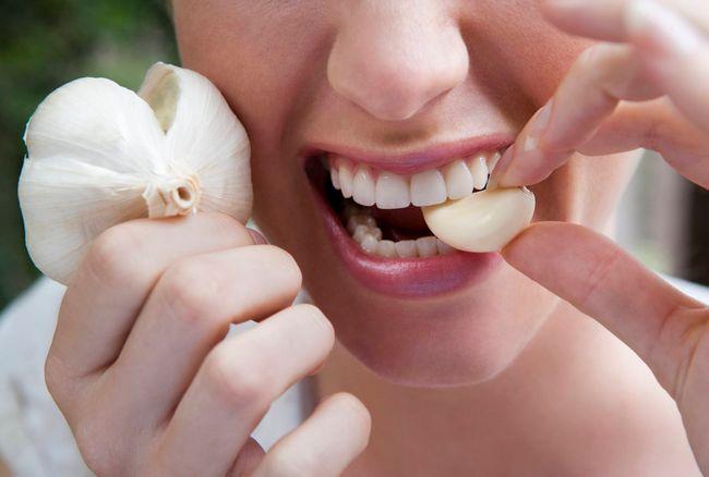 Помогает ли лечение чесноком от глистов взрослым и детям?