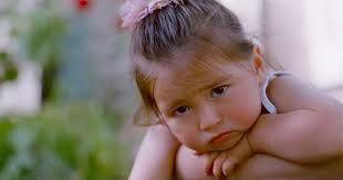 у ребенка болит внизу живота